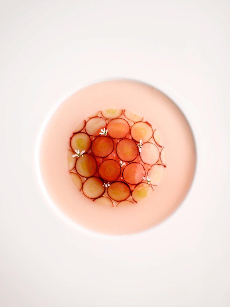 皇家白桃巨峰蘿莎斯(Peach-Pione rosace)。圖/RAW提供。