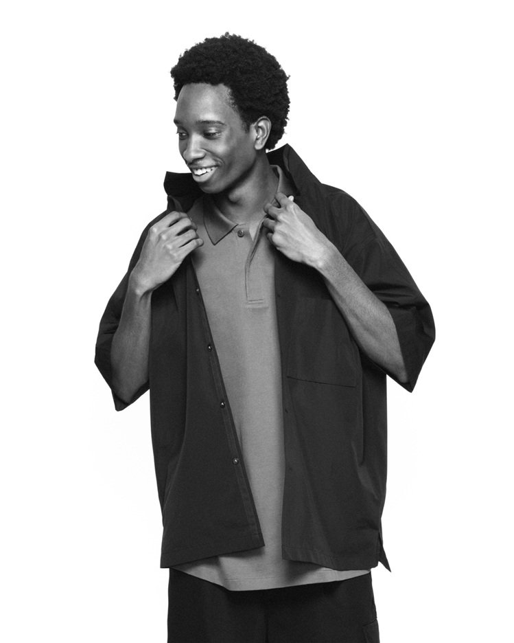 +J SUPIMA COTTON寬版開領襯衫1,290元。圖/UNIQLO提供