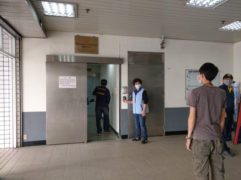 犯下擄人勒贖案的犯嫌李育儒,昨天被警方擊斃,今下午2點解剖釐清死因。記者張議晨/攝影