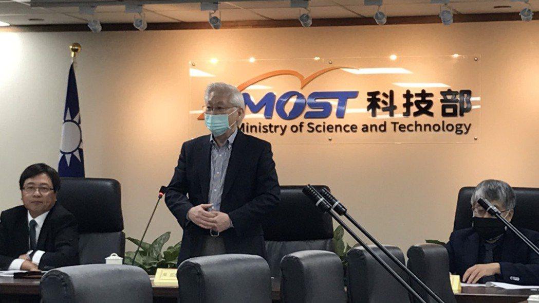 科技部長吳政忠表示,我國三大科學園區去年營業額首度突破3兆,達3兆276億元,年...