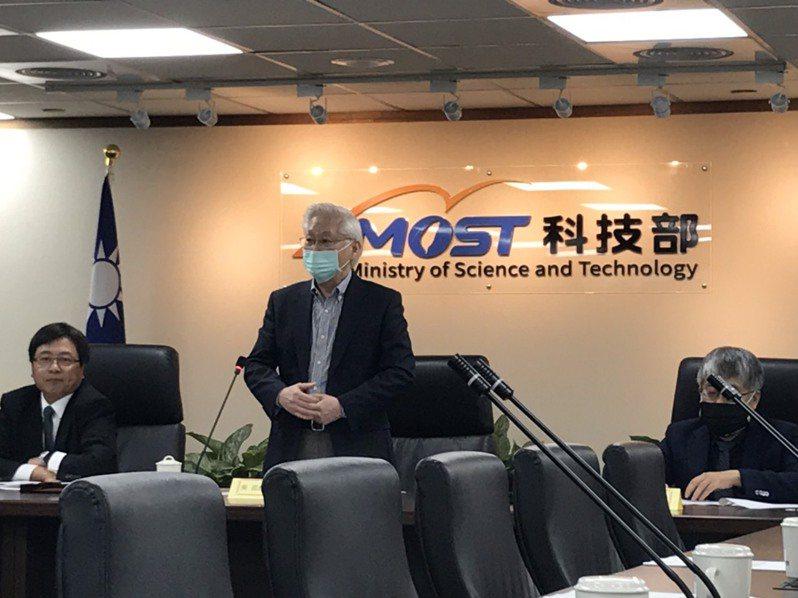 科技部長吳政忠表示,去年我國守住疫情,掌握5G和AI商機,以及半導體產品需求,去年三大科學園區營業額首度突破3兆元。記者潘乃欣/攝影