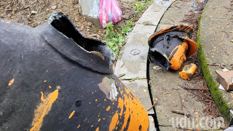 蔣介石銅像被噴漆又慘斷3截,基市府:送桃園慈湖將修復。記者游明煌/攝影