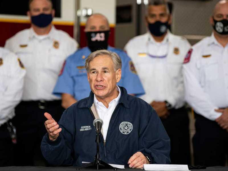 德州州長艾伯特2日宣布將撤除戴口罩令,全面開放德州。圖為艾伯特日前出席其他活動。路透