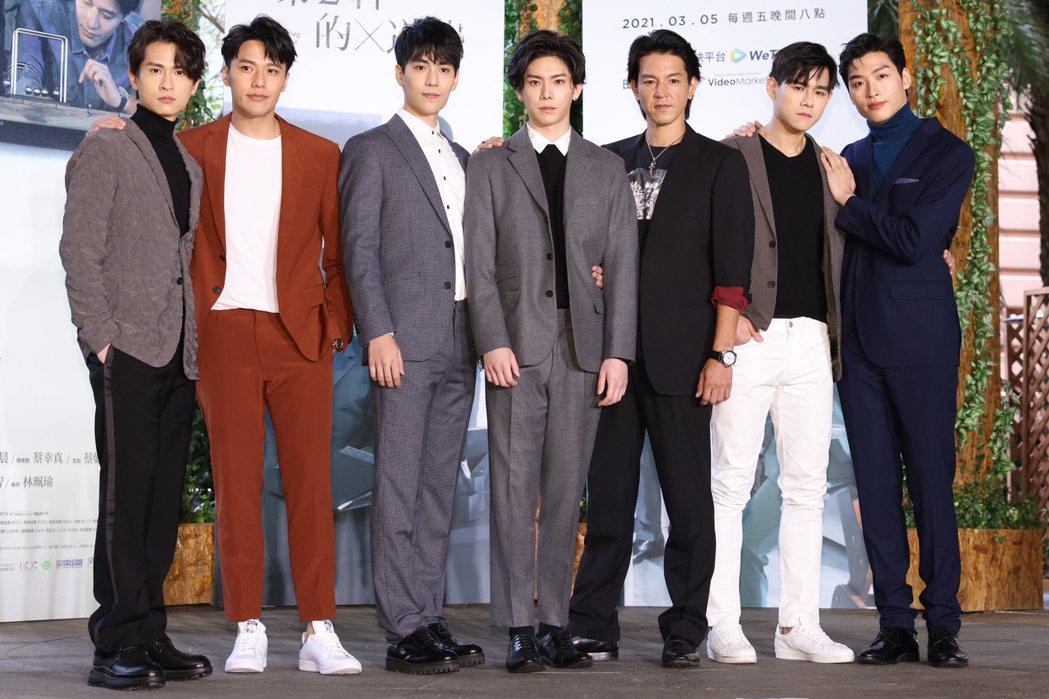 石知田(左起)、張睿家、林子閎、楊宇騰、與座重理久、李齊、羅德弘出席「第二名的逆...