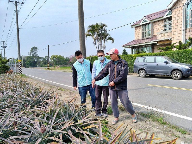嘉市府今天前往關懷鳳梨農。圖/嘉義市政府提供