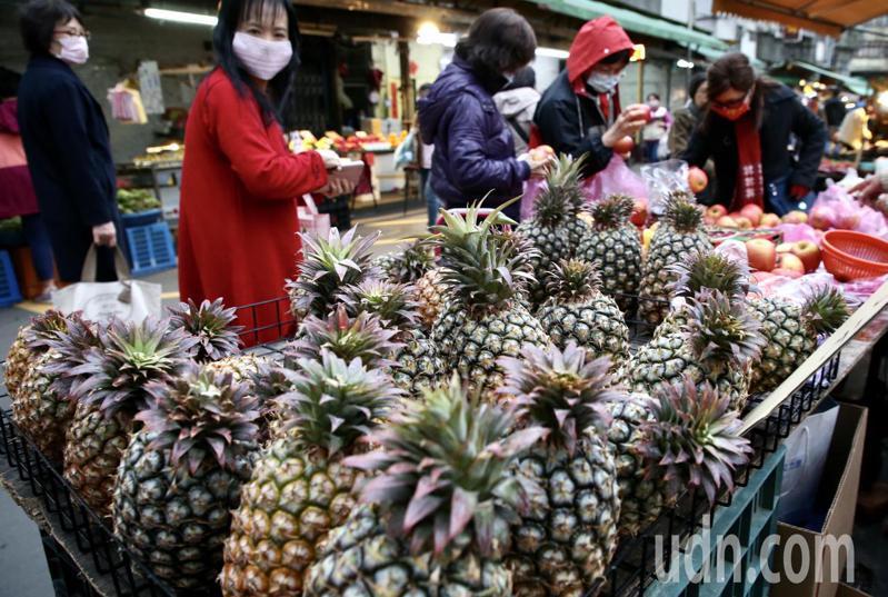 過去五年,蔡政府無法紓解台灣農產品對大陸市場的依賴,現在卻宣稱要用「農產品國家隊」來解決。  記者林俊良/攝影