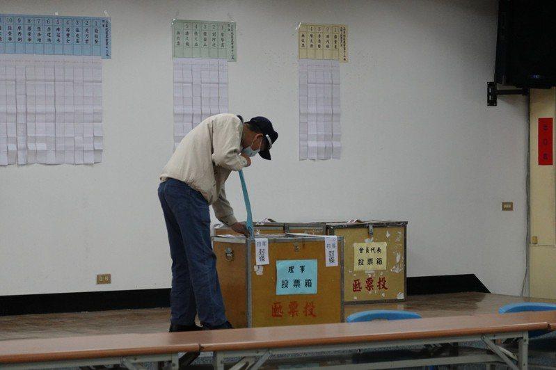 宜蘭三星地區農會今天由會員代表投票改選理監事,在應選的9席理事中,由在野派拿下5席,掌握多數席次。記者戴永華/攝影