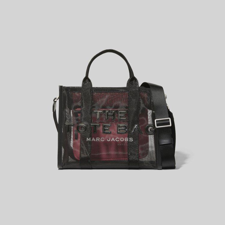 Marc Jacobs暗夜黑透視網狀托特包(小),12,900元。圖/Marc ...