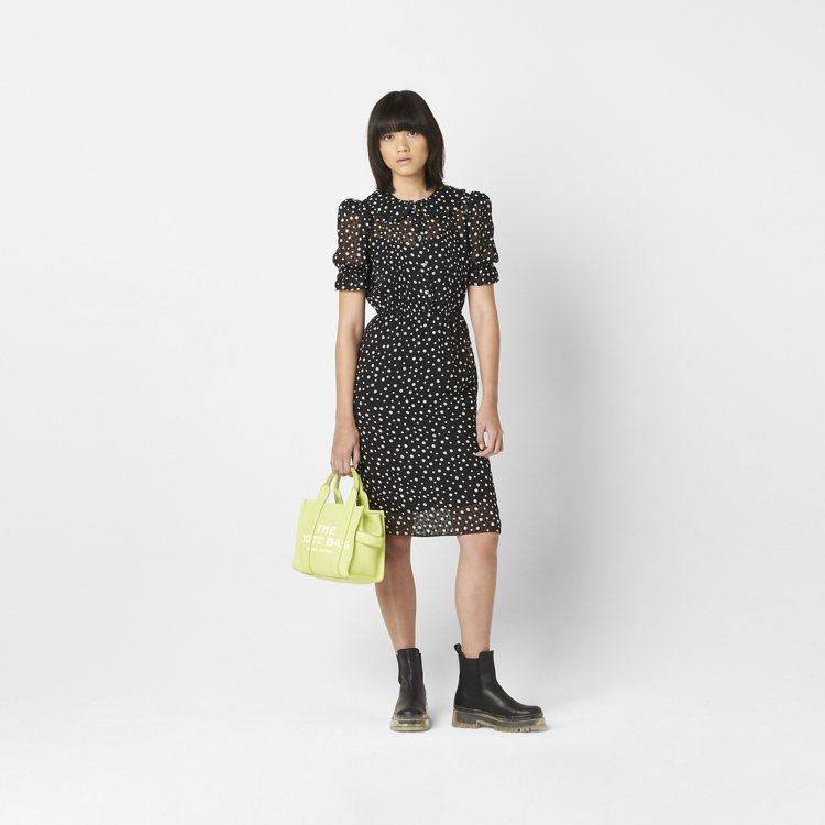 萊姆綠皮革迷你托特包,19,900元。圖/Marc Jacobs提供