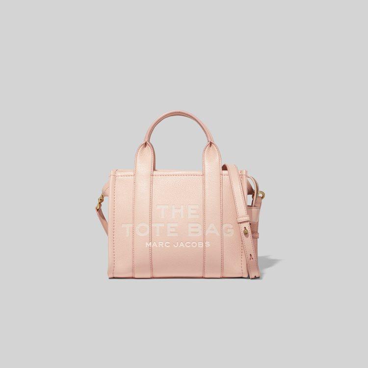 杏桃粉皮革迷你托特包,19,900元。圖/Marc Jacobs提供