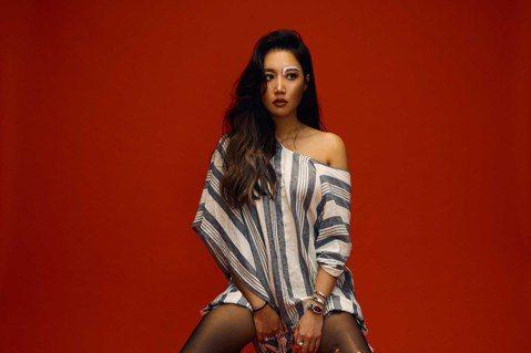 A-Lin去年底才剛結束「Passenger 旅.課」巡演,今再宣布5月7日起於大直ATT SHOWBOX一連舉辦10場「Romadiw」演唱會,在壯闊華麗的演唱巡旅之後,場地人數雖不比巨蛋級,但卻...