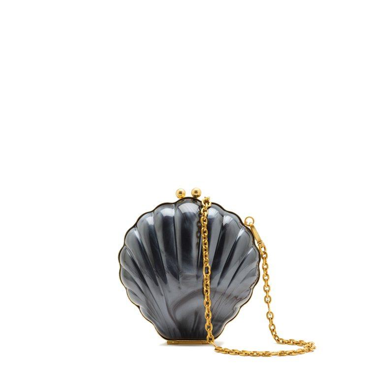LULU GUINNESS推出黑色的貝殼晚宴包。圖/LULU GUINNESS提...