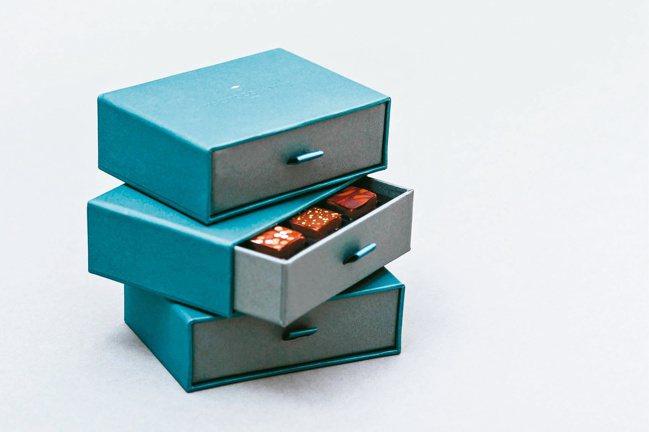 果多設計案例 畬室Yu Chocolatier 品牌視覺運用YU交疊而來的金色菱...