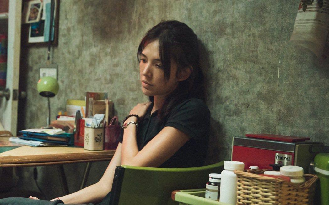 許瑋甯為主演的「當男人戀愛時」特地去曬黑。圖/金盞花大影業提供