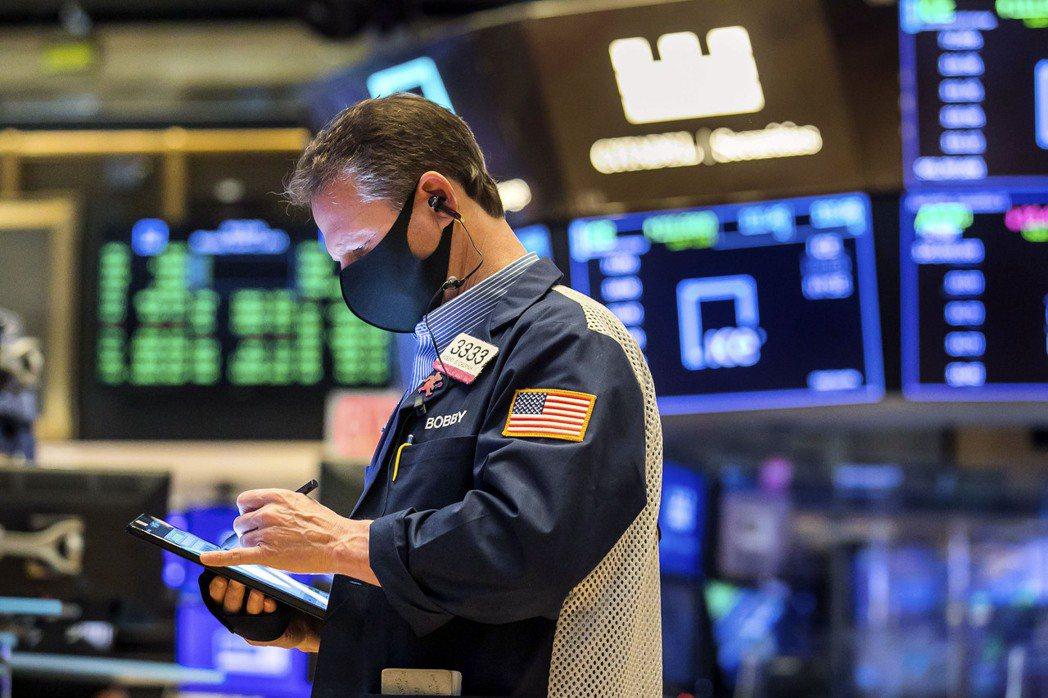 美股早盤小跌,美國公債殖利率走升,再度引起投資人擔憂。  美聯社
