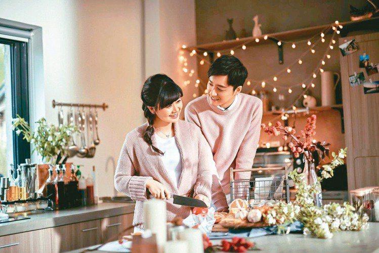 福原愛(左)與老公江宏傑因桌球結緣而結婚,婚後生活甜蜜恩愛互動,還一起參加真人實...