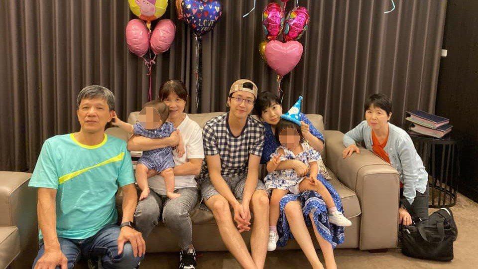 江宏傑曾被發現讓岳母坐在地上,引發網友爭議。圖/摘自江宏傑臉書