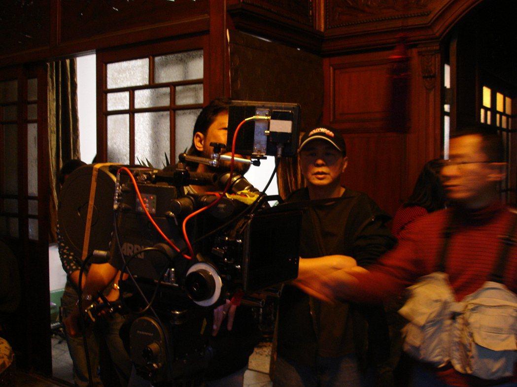 初入行就拍侯孝賢(中)的電影,讓王誌成磨出受用至今的細節功力。照片提供/王誌成