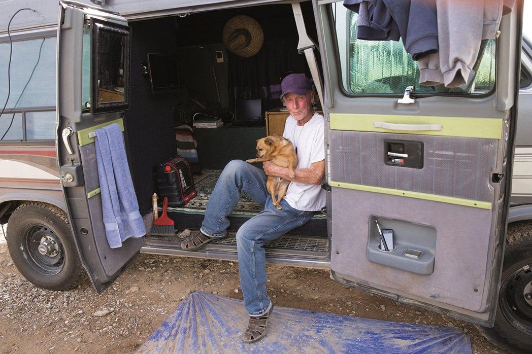 薩米爾和他的愛犬皮可先生。「我還記得我和皮可先生在科羅拉多州的森林裡,那時還有8...