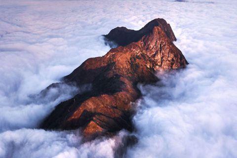 馬鞍山的雲霧繚繞,讓人很難想像:原來這樣的仙境正在香港境內。圖/袁斯樂