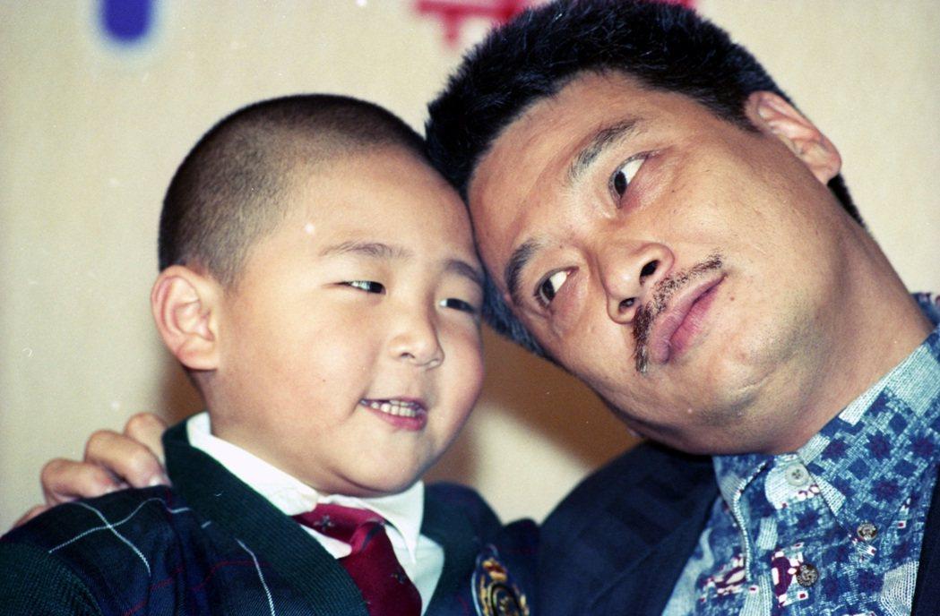 1995朱延平導演的《臭屁王》,吳孟達與郝劭文。 圖/報系資料圖庫