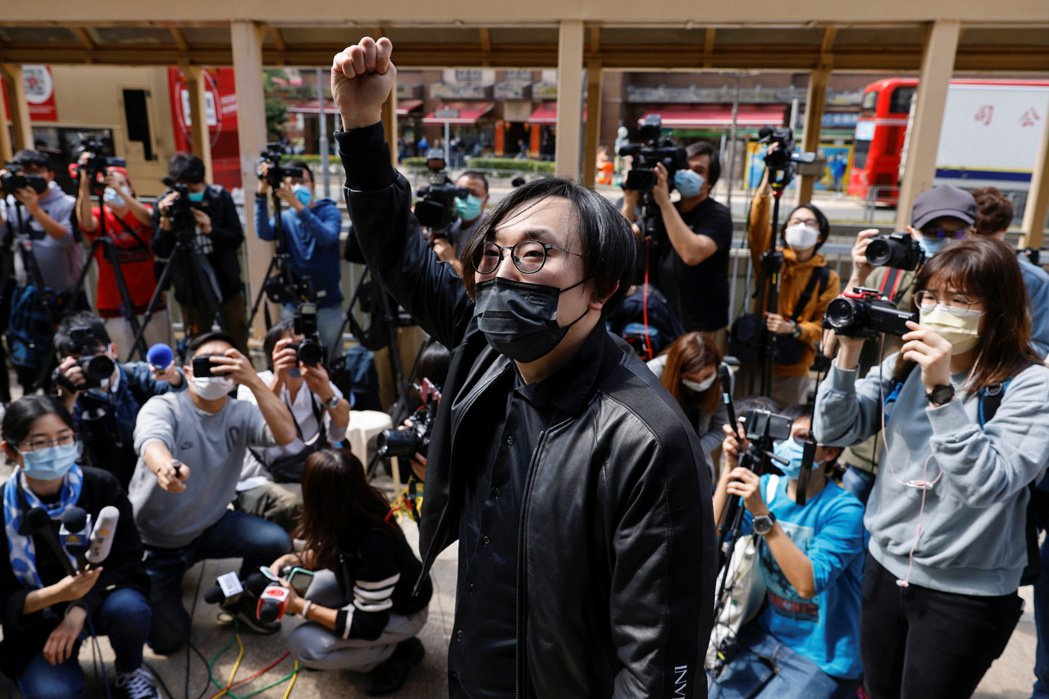 2月28日,林景楠至警署報到。 圖/路透社