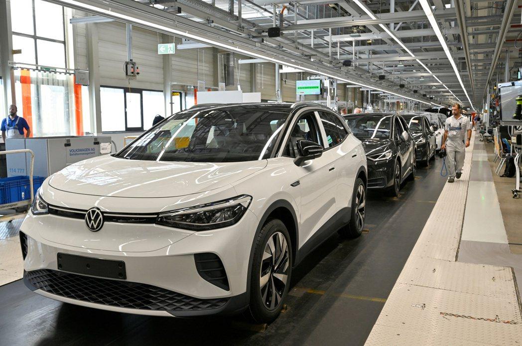 各車廠2020年大推電動車,圖為福斯汽車推出的電動SUV ID.4。    路透