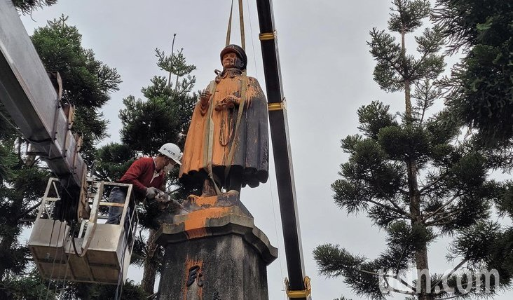 基隆蔣中正銅像昨移除。圖/本報系資料照