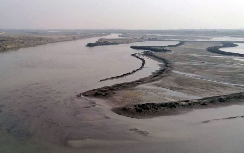 高屏溪川流量再下探,高雄今天凌晨凌時起停止支援台南用水。圖/本報資料照