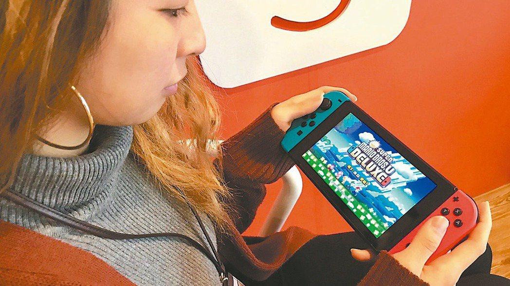 任天堂Switch遊戲機據傳規劃升級成搭載7吋OLED面板。(路透)