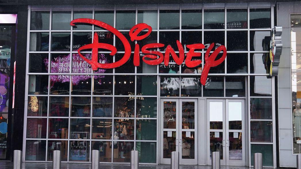 迪士尼公司計劃關閉北美地區逾60家專賣店。美聯社
