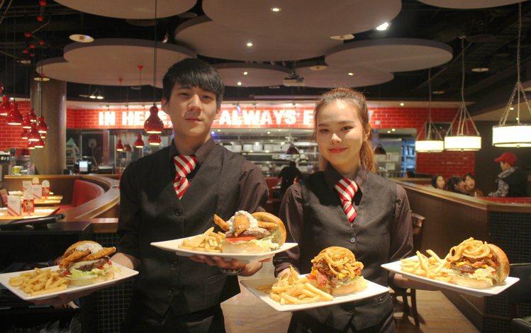 TGI FRIDAYS將於週三推出「指定漢堡買1送1」的限時優惠。圖/TGI F...