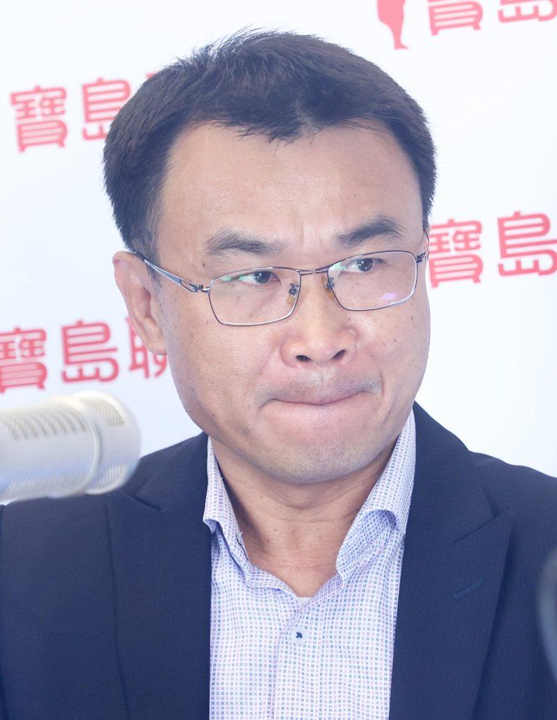 農委會主委陳吉仲今天表示,介殼蟲在鳳梨上很常見,中國大陸也有兩種以上,只需要燻蒸就可以輸入,但中國卻全面禁止台灣的鳳梨輸入,認為不符合國際規範。記者潘俊宏/攝影