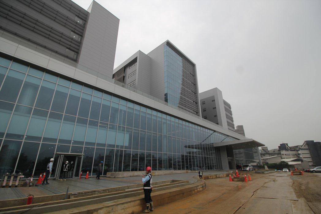 寶高園區這個月將對外招商,預計6月底可以招商順利完成,預計能在2.4萬坪的樓地板...
