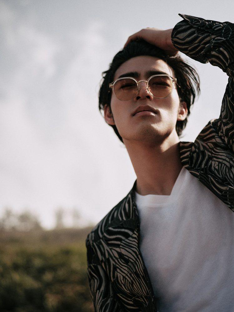 人氣男星陳昊森成為JINS首位品牌年度大使,並演繹新款Switch系列眼鏡。圖/...
