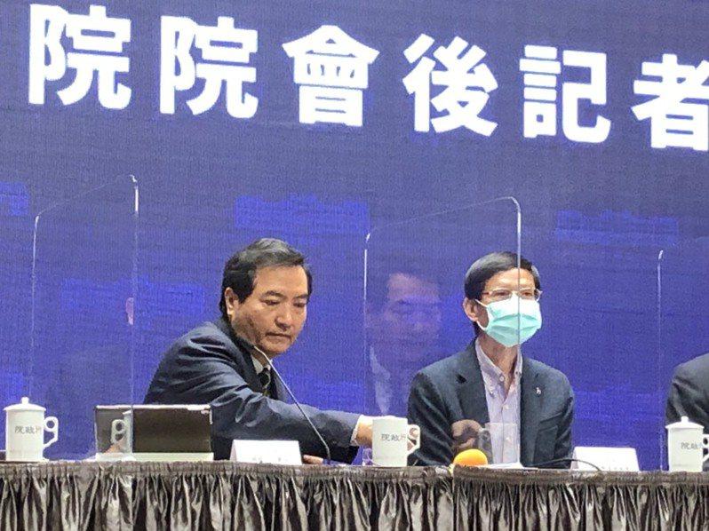 行政院政務委員羅秉成(左)。記者賴于榛/攝影