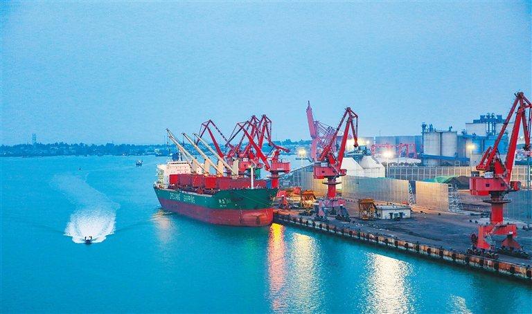 海南自貿港採自用生產設備零關稅。海南省洋浦港碼頭。取自海南日報