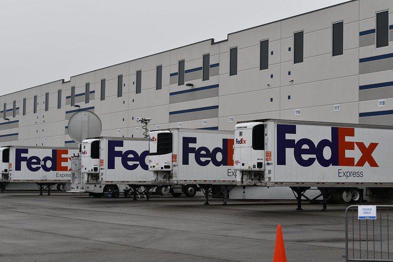 聯邦快遞宣布代表McKesson Corp.開始運送新一批核准的COVID-19疫苗至全美各地的配送中心。  圖/聯邦快遞提供