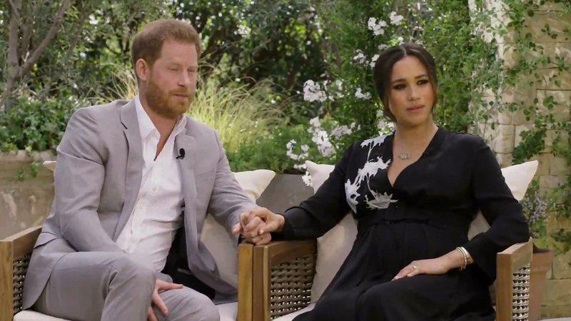 英國哈利王子與妻子梅根接受美國電視名人歐普拉重磅專訪7日即將播出,但王家侍從搶先找泰晤士報爆料,聲稱王室持續保護梅根,沒在保護基層工作人員。畫面翻攝/Twitter/CBS