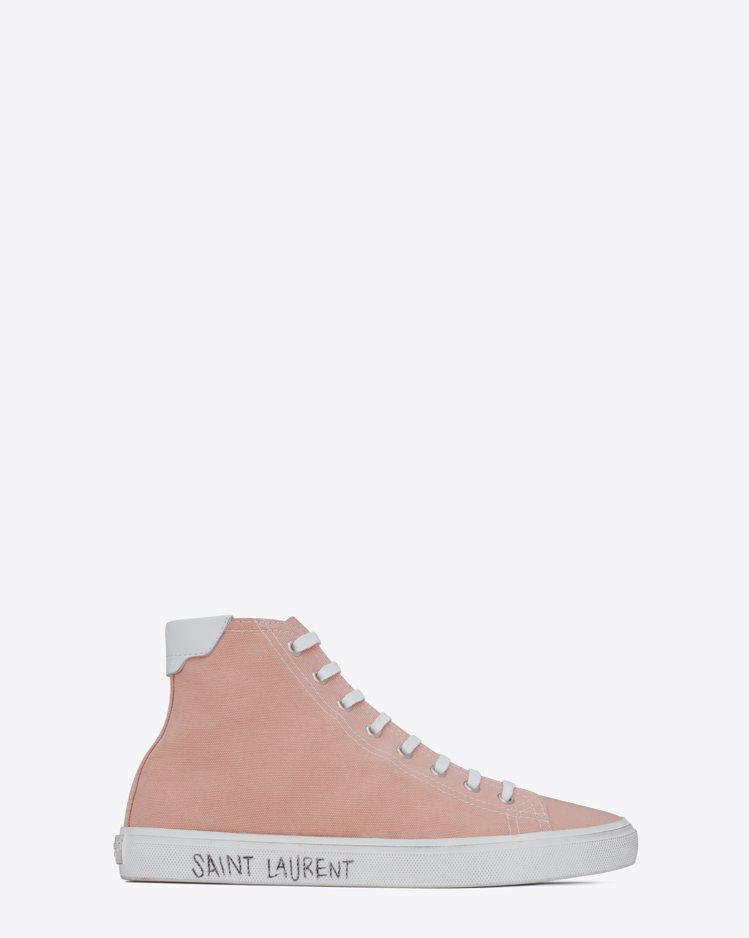 Malibu Mid-Top鞋款提供紅唇印花和粉紅帆布款。圖/Saint Lau...