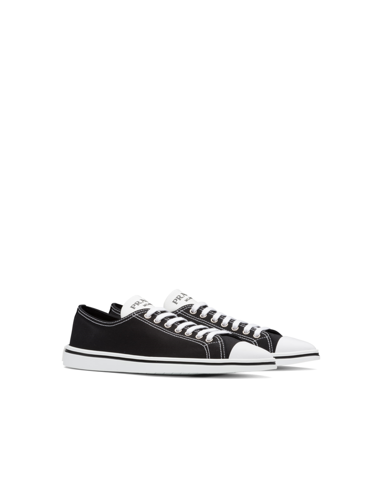 Synthesis低筒休閒鞋,26,000元。圖/Prada提供