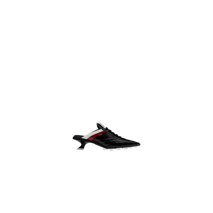 尖頭拼色足球跟鞋,34,500元。圖/Miu Miu提供