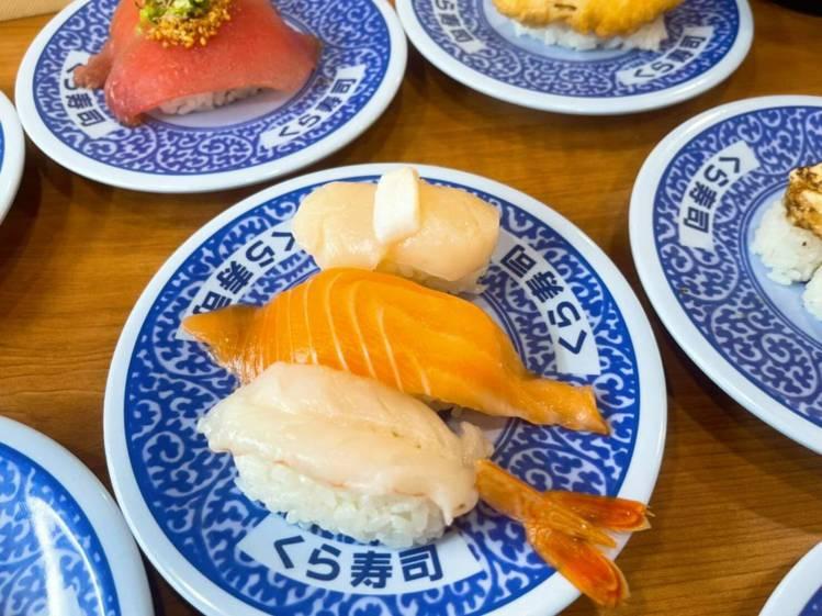 「鮭貝賞味祭」有「鮭魚卵鮑魚奢華三貫」等12款限定產品。圖/藏壽司提供