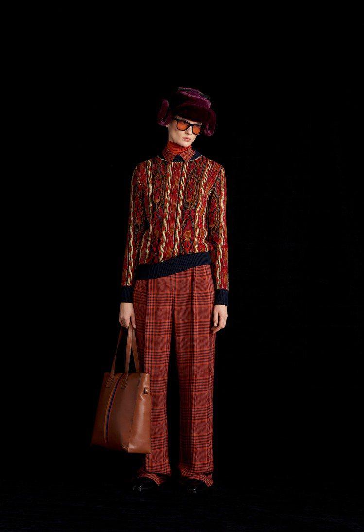 Paul Smith 2021秋冬女裝系列,透過更修長的整體輪廓、融入在家工作(...