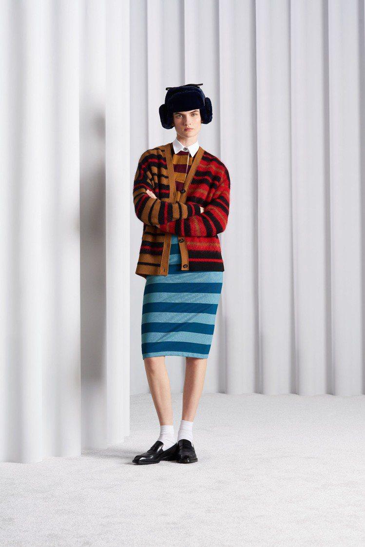 條紋毛海針織衫強調的是英國特有的龐克學院風格。圖/Paul Smith提供