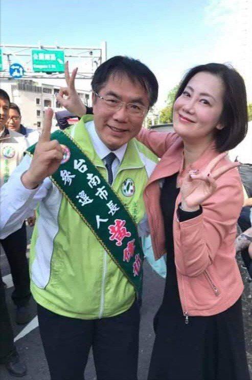 台南市長黃偉哲(左)力挺民進黨立委吳思瑤(右)。圖/翻攝自黃偉哲臉書