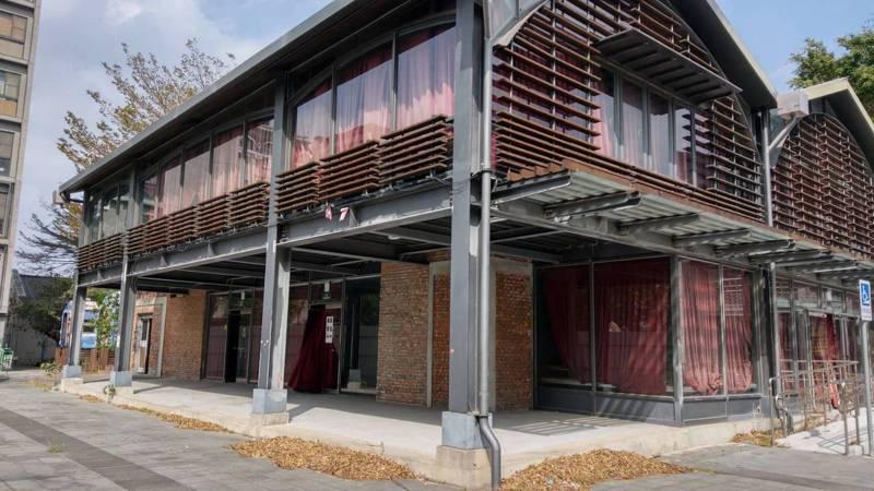 縣府利用竹東動漫園區空間轉型為原住民族產業展銷中心,希望振興當地觀光發展。圖/縣府提供