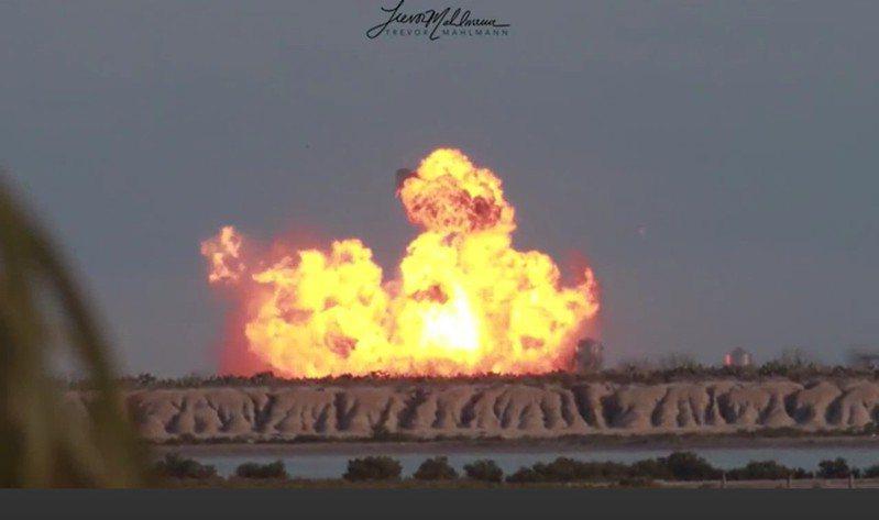 SpaceX美東時間3日進行「星艦」火箭原型機第三次試飛,歷經前兩次失敗後,SN10終於成功發射及降落,然而降落後不久卻起火爆炸,實際爆炸原因目前仍在調查中。路透