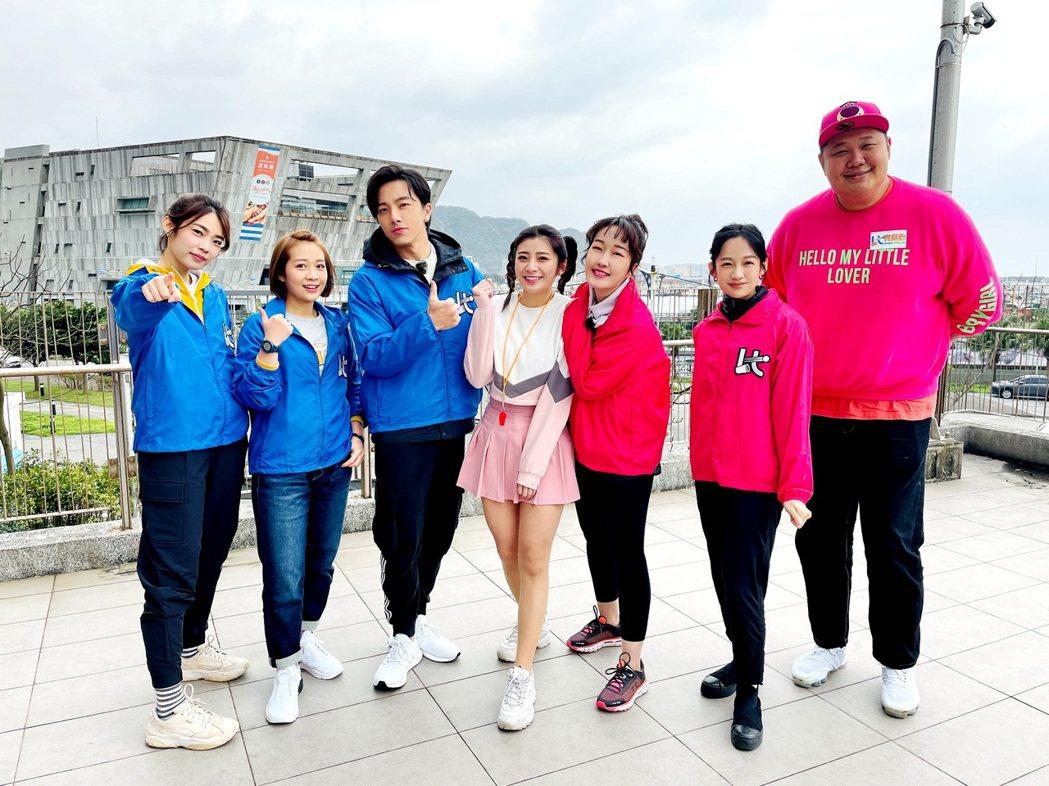 哈孝遠(右起)、簡嫚書、巴鈺、咪雅、坤達、安乙蕎、林思宇日前錄衛視「比賽開始」。