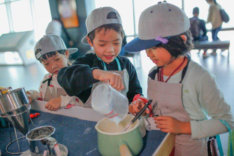 造型雞蛋糕兒童DIY體驗。圖/台北101提供